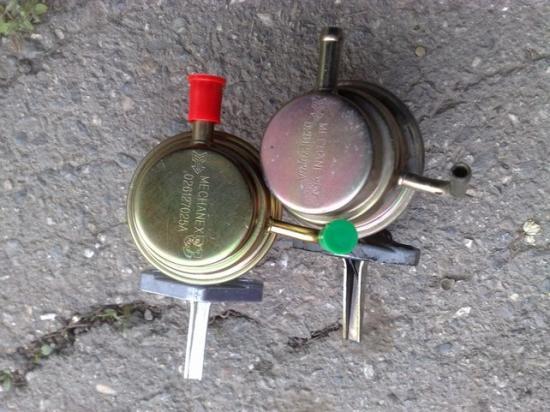 Перекачивает топливо из бензобака в карбюратор