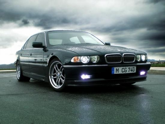 BMW 750i в кузове E38
