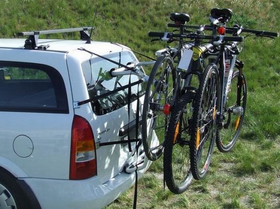 Перевозка велосипедов в автомобиле