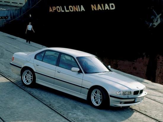 За BMW 750i E38 придется отдать от $8 до $25 тысяч
