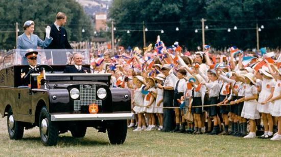 На  Land Rover Defender ездит Королева Великобритании
