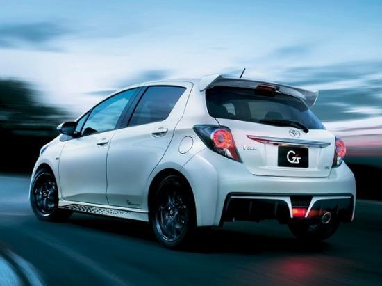 Toyota Vitz стоит на родине примерно 19,5 тысяч долларов