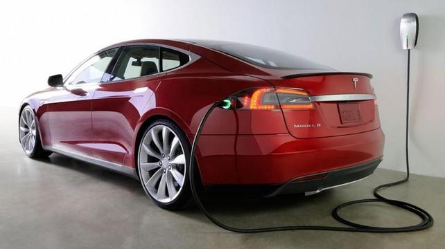 Цена автомобиля Тесла в России составляет шесть миллионов рублей