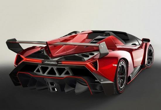 Каждую из девяти Lamborghini Veneno Roadster, продали по цене 3 300 000 евро