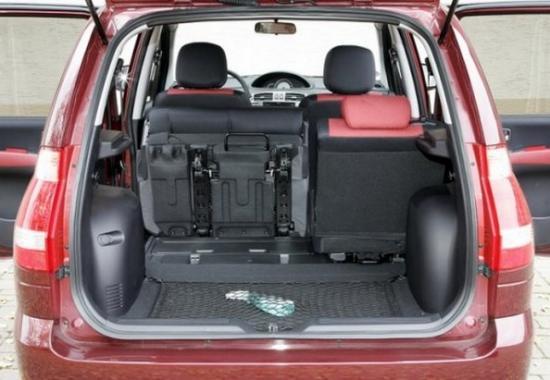 Со сложенными сиденьями объем багажника почти 1300 литров