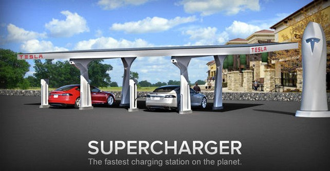 Заряжается Model S от заправочной станции