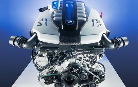 12-цилиндровый шестилитровый двигатель показывал мощность 260 сил, независимо от вида топлива