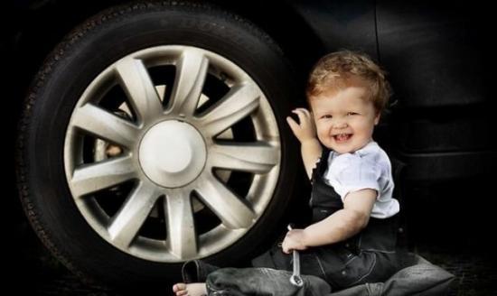 Плохого ничего не случится, если и малыш испачкает лапки