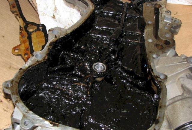 Черный нагар на внутренних стенках двигателя