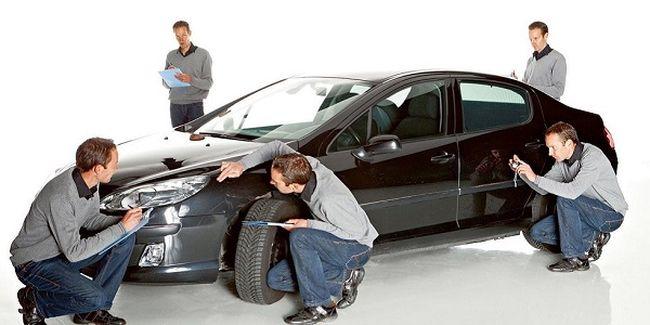 Группа экспертов-близнецов вычисляет цену автомобиля