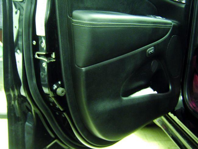 Установка доводчиков дверей в автомобиль Jeep Grand Cherokee.