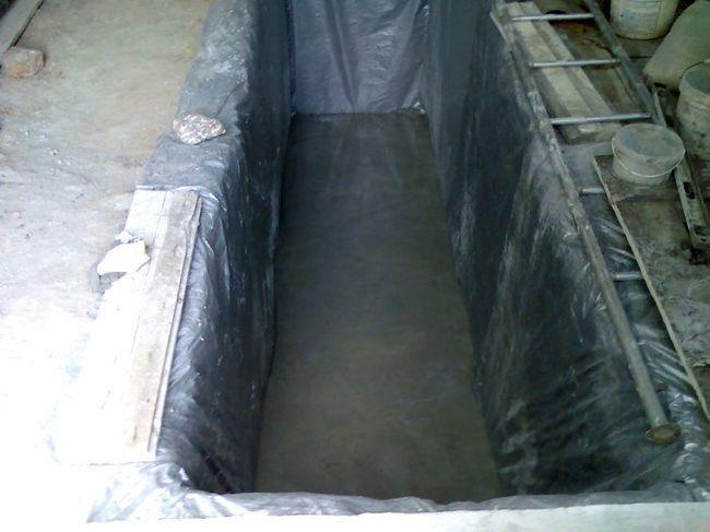 Заливка пола бетоном.