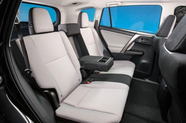 2017 Toyota RAV4 задний диван